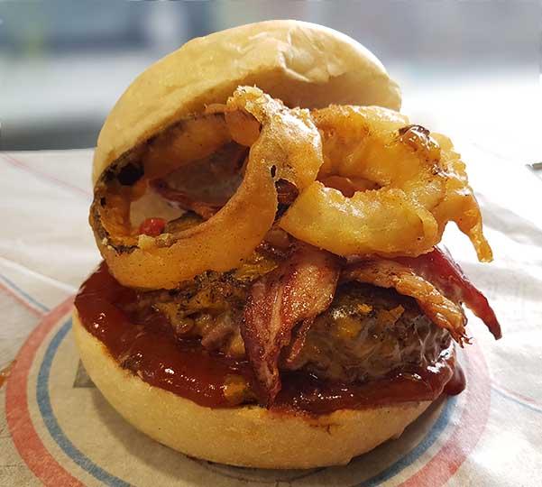 burger sauce barbecue beignet d'oignon au Camion à Croquer food truck à Rennes